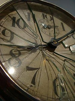 broken clock by stiina-resized-600